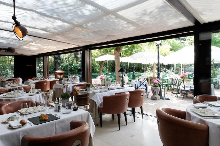 Cazaudehore la foresti re saint germain en laye - Decoration table restaurant gastronomique ...