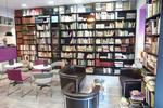 Chapeau melon et piles de livres Amiens