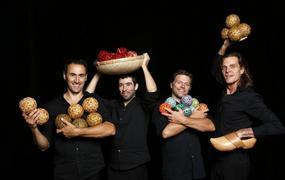 Spectacle Ballade à quatre, quatuor de jongleurs