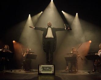 Le siffleur et son quatuor à cordes