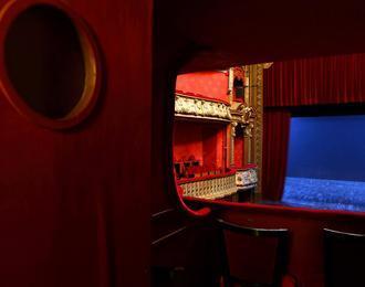 Le théâtre Piccolo, de l'entrée des artistes aux espaces dévolus au public