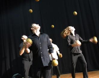 Quatuor de jongleurs