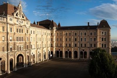 Les Élèves D'histoire Des Arts Vous Font Découvrir Leur Lycée à Lyon