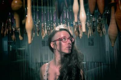 Voilées, Spectacle Mixant Théâtre, Danse, Création Sonore Et Lumineuse, Marionnettes Et Manipulations Textiles. à Le Cateau Cambresis