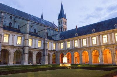 À L'ombre De Ses Ailes à Reims