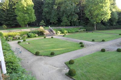 A La Découverte D'un Magnifique Parc à Pleyber Christ