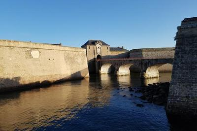 À La Découverte Des Remparts De La Citadelle ! à Port Louis