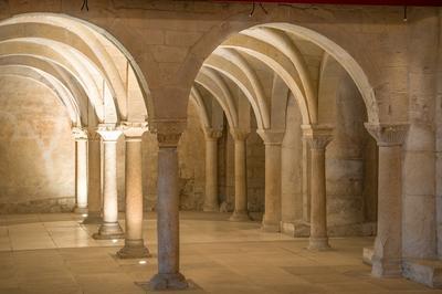 Accès Au Site De L'abbatiale Sainte-marie De Cruas