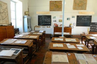Animations Et Visites à L'ancienne école Et à L'église à Le Grez