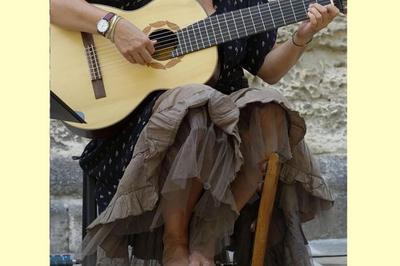 Anna Kupfer, Chant Et Guitare à Tournus