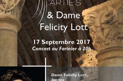 Artie'S Et Dame Felicity Lott à Cluny