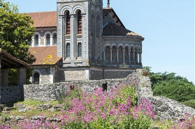 Ascension Du Clocher De L'eglise Notre Dame à Clisson