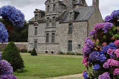 Château De Maillé à Plounevez Lochrist