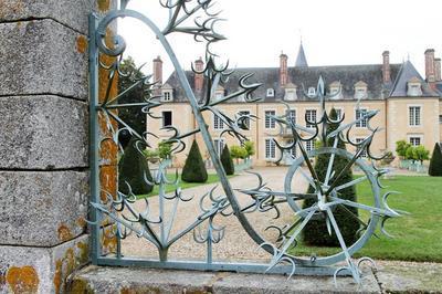 Château Du Coudray, Communs Et Jardins Xviiième à Saint Denis du Maine