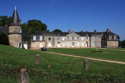 Château Du Plessis-greffier à Huille