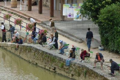 Concours De Pêche Rétro Sur Les Quais De La Baïse à Nerac
