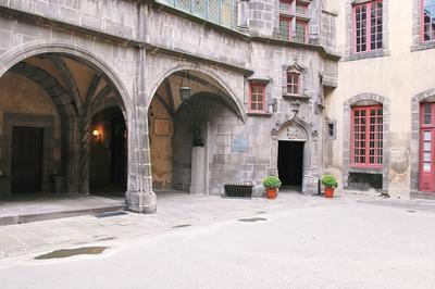 Cour De L'hôtel De Ville à Riom