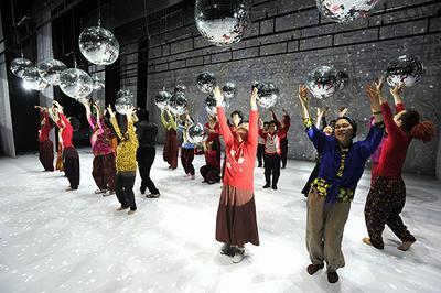 Dancing Grandmothers / Eun-Me Ahn (Corée du Sud) à Sete