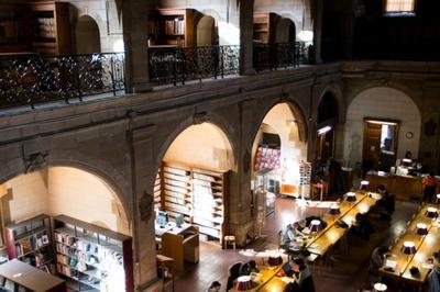 Dans Les Salles Historiques De La Bibliothèque Municipale De Dijon
