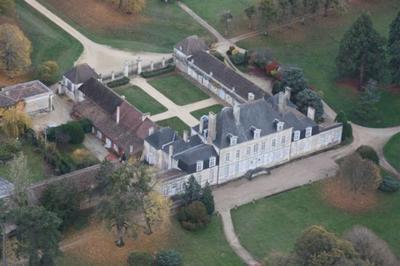 Découverte D'un Authentique Château D'époque Louis Xiii Au Coeur D'un Grand Parc à L'anglaise ! à Latille