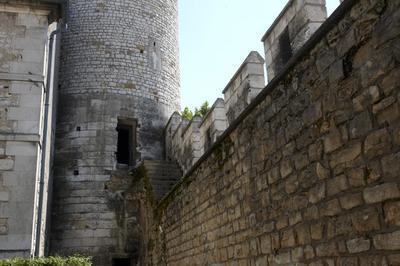 Découverte De La Tour Des Prisons à Auxerre