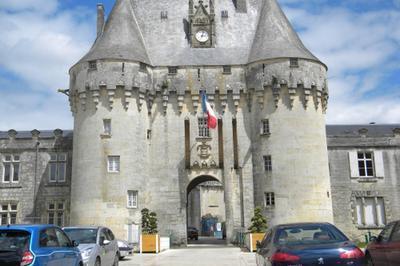 Découverte Du Château De Jonzac