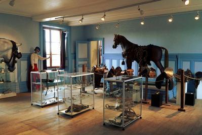 Découverte Du Musée Situé Dans Une Tour Médiévale Et Un Bâtiment Du Xviiie Siècle à Gondrecourt le Chateau
