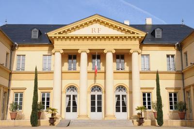 Découvrez L'hôtel De Préfecture Des Landes à Mont de Marsan
