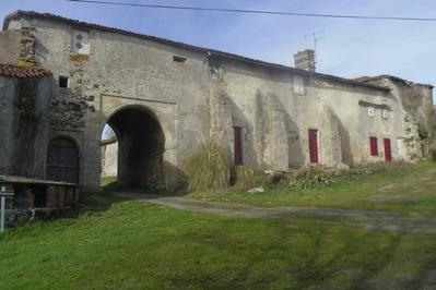 Découvrez Les Ruines De L'ancien Château Xiiie-xvie Siècle à Pugny