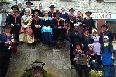 Défilé Et Spectacle « Fête Du Folklore » à Chaudes Aigues