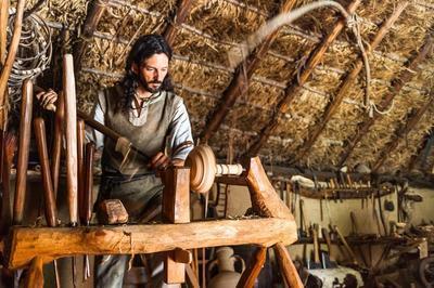 Démonstration De Boissellerie Médiévale Avec Un Tour À Perche à Puivert