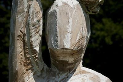Démonstration De Sculpture Sur Arbres « Le Mouvement Juste » à Montbard