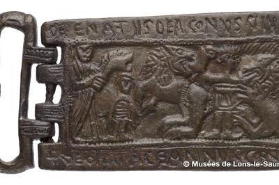 Des boucles et des lettres !... …du haut Moyen Âge à Lons le Saunier