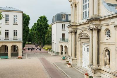 Du Couvent Des Loges À La Maison D'éducation De La Légion D'honneur à Saint Germain en Laye