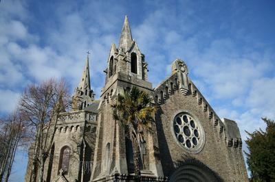 Eglise Charles-de-blois : Mosaïques Et Vitraux à Auray