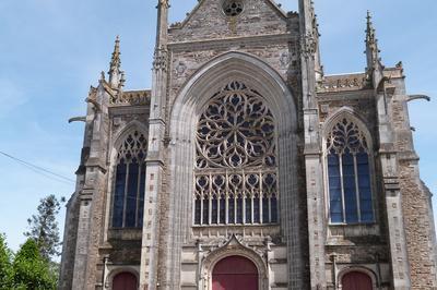 Eglise, Crypte Et Dépôt Lapidaire, Chapelle, Fontaines à Saint Julien de Vouvantes