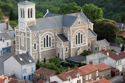 Eglise Saint-martin Du Cellier Et Exposition Hommes Et Chemins à Le Cellier