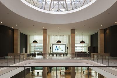 Exposition À L'hôtel De Région à Bordeaux