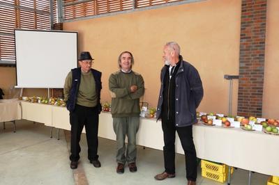 Exposition De Fruits Du Perche à Bretoncelles