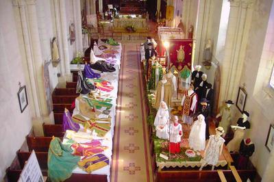 Exposition De Vêtements Liturgiques à Chevire le Rouge