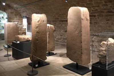 Exposition : Héros De Pierre. Stèles Et Statues De Guerriers Celtes Du Sanctuaire Des Touriès à Montrozier