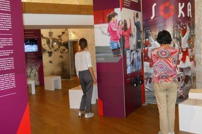 Exposition Multilingue « Regards Sur La Danse Basque » à Irissarry