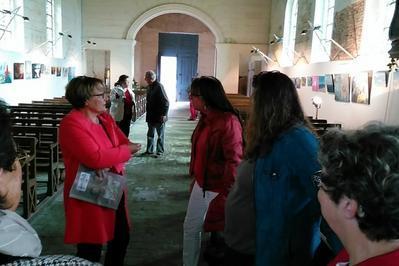 Exposition Une Église, Des Peintres, Leurs Peintures, Des Visiteurs à Bois Normand Pres Lyre
