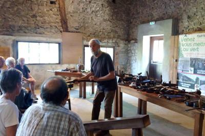 Un métier raconté par ses outils : le sabotier à Ambierle
