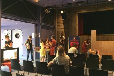 Initiation à La Manipulation De La Marionnette Dans Le Théâtre à Brindas