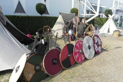 Installation D'un Camp Viking Et Découverte De Leur Vie Quotidienne à Caudebec en Caux