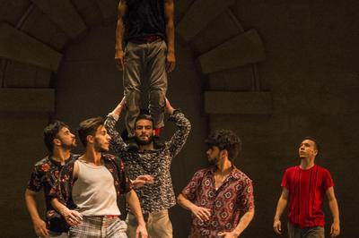Kader Attou & Mourad Merzouki - Danser Casa à Decines Charpieu