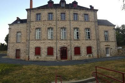 L'école D'hier À Aujourd'hui à Chabrignac