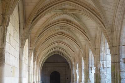 La Cathédrale Notre Dame De L'assomption Et Son Cloître à Lucon