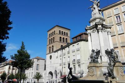 La Cathédrale Notre-dame Et Son Cloître à Grenoble